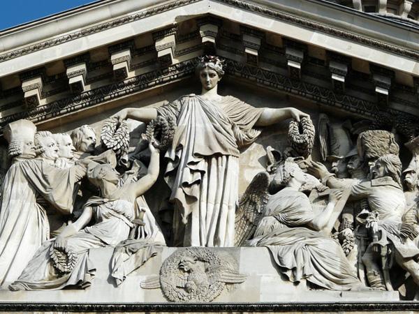 La Patrie couronnant les hommes célèbres - fronton du Panthéon