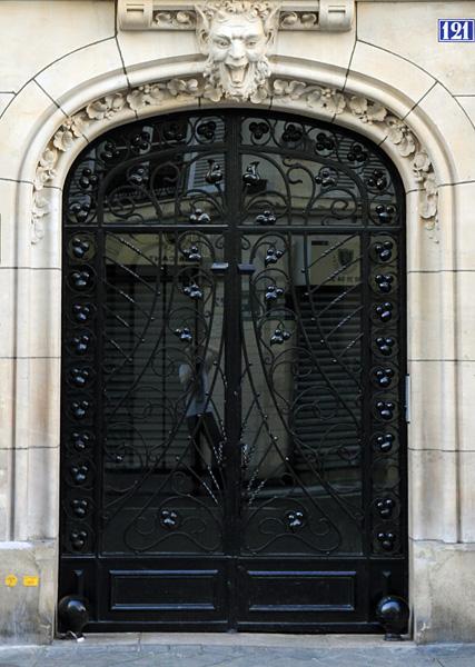 Porte d'entrée du 121 rue Turenne